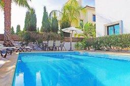 Бассейн. Кипр, Каппарис : Прекрасная вилла с 4-мя спальнями, 3-мя ванными комнатами, с бассейном, солнечной террасой с патио и барбекю, расположена в центре Каппариса