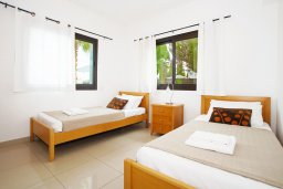 Спальня 4. Кипр, Каппарис : Прекрасная вилла с 4-мя спальнями, 3-мя ванными комнатами, с бассейном, солнечной террасой с патио и барбекю, расположена в центре Каппариса