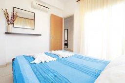 Спальня. Кипр, Пернера Тринити : Двухэтажная вилла  с двумя спальнями, с замечательным зелёным садом  и  частным бассейном и солнечной террасой