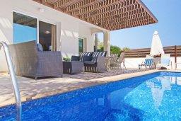 Патио. Кипр, Пернера Тринити : Удивительная современная вилла с потрясающим видом на Средиземное море, с 3-мя спальнями, бассейном, тенистой террасой с патио и барбекю, расположена недалеко от пляжа Trinity Beach
