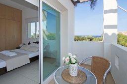 Балкон. Кипр, Пернера Тринити : Удивительная современная вилла с потрясающим видом на Средиземное море, с 3-мя спальнями, бассейном, тенистой террасой с патио и барбекю, расположена недалеко от пляжа Trinity Beach