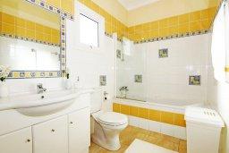 Ванная комната. Кипр, Фиг Три Бэй Протарас : Уютная двухэтажная вилла с 3-мя спальнями, с частным бассейном, патио и барбекю, расположена в центре Протараса
