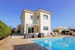 Фасад дома. Кипр, Фиг Три Бэй Протарас : Уютная двухэтажная вилла с 3-мя спальнями, с частным бассейном, патио и барбекю, расположена в центре Протараса
