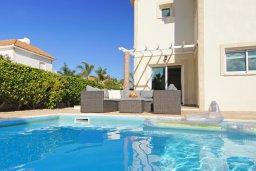 Бассейн. Кипр, Фиг Три Бэй Протарас : Уютная двухэтажная вилла с 3-мя спальнями, с частным бассейном, патио и барбекю, расположена в центре Протараса