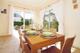 Обеденная зона. Кипр, Фиг Три Бэй Протарас : Уютная двухэтажная вилла с 3-мя спальнями, с частным бассейном, патио и барбекю, расположена в центре Протараса
