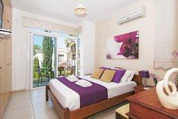 Спальня. Кипр, Фиг Три Бэй Протарас : Роскошная вилла с великолепным видом на Средиземное море, с 3-мя спальнями, 2-мя ванными комнатами, с бассейном, солнечной террасой с патио, lounge-зоной и каменным барбекю, расположена недалеко от пляжа Fig Tree Bay