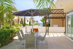 Обеденная зона. Кипр, Фиг Три Бэй Протарас : Роскошная вилла с великолепным видом на Средиземное море, с 3-мя спальнями, 2-мя ванными комнатами, с бассейном, солнечной террасой с патио, lounge-зоной и каменным барбекю, расположена недалеко от пляжа Fig Tree Bay