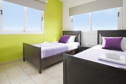 Спальня. Кипр, Пернера : Яркая вилла с 3-мя спальнями, 2-мя ванными комнатами, бассейном, солнечной террасой с патио и барбекю, расположена в центре Пернеры