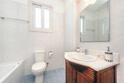Ванная комната. Кипр, Фиг Три Бэй Протарас : Замечательная вилла с видом на Средиземное море, с 3-мя спальнями, 2-мя ванными комнатами, балконом, солнечной террасой с патио и барбекю
