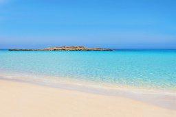 Ближайший пляж. Кипр, Фиг Три Бэй Протарас : Замечательная вилла с видом на Средиземное море, с 3-мя спальнями, 2-мя ванными комнатами, балконом, солнечной террасой с патио и барбекю