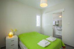 Спальня. Кипр, Сиренс Бич - Айя Текла : Уютная и оборудованная двухэтажная вилла с 3-мя спальнями, с большим бассейном, патио  и великолепным видом на море