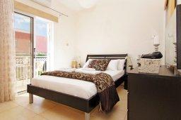 Спальня. Кипр, Фиг Три Бэй Протарас : Восхитительная двухэтажная вилла на побережье с 3-мя спальнями, красивым садом с патио, бассейном и барбекю