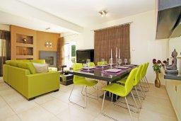 Гостиная. Кипр, Фиг Три Бэй Протарас : Восхитительная двухэтажная вилла на побережье с 3-мя спальнями, красивым садом с патио, бассейном и барбекю