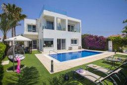Фасад дома. Кипр, Ионион - Айя Текла : Потрясающая вилла с видом на море, с 5-ю спальнями, с бассейном, с зелёным садом, тенистой террасой с патио, барбекю и садом на крыше