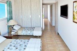 Спальня 3. Кипр, Нисси Бич : Современная стильная двухэтажная вилла с 4-мя спальнями, с барбекю и большим бассейном