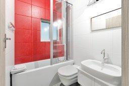 Ванная комната. Кипр, Нисси Бич : Современная стильная двухэтажная вилла с 4-мя спальнями, с барбекю и большим бассейном