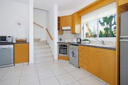 Кухня. Кипр, Пернера Тринити : Комфортабельная двухэтажная вилла с 3-мя спальнями с большим бассейном, двумя балконами и барбекю