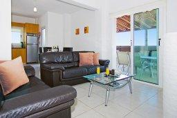 Гостиная. Кипр, Пернера Тринити : Комфортабельная двухэтажная вилла с 3-мя спальнями с большим бассейном, двумя балконами и барбекю