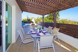 Обеденная зона. Кипр, Пернера Тринити : Комфортабельная двухэтажная вилла с 3-мя спальнями с большим бассейном, двумя балконами и барбекю