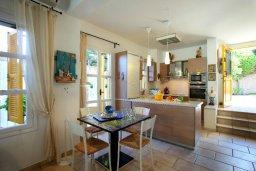 Кухня. Кипр, Санрайз Протарас : Живописный коттедж с 3-мя спальнями, окруженный экзотическими пальмами с великолепным видом на море и плавательным бассейном