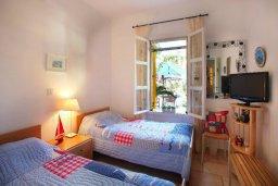Спальня. Кипр, Санрайз Протарас : Живописный коттедж с 3-мя спальнями, окруженный экзотическими пальмами с великолепным видом на море и плавательным бассейном
