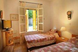 Спальня 2. Кипр, Санрайз Протарас : Живописный коттедж с 3-мя спальнями, окруженный экзотическими пальмами с великолепным видом на море и плавательным бассейном