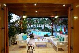 Терраса. Кипр, Санрайз Протарас : Живописный коттедж с 3-мя спальнями, окруженный экзотическими пальмами с великолепным видом на море и плавательным бассейном