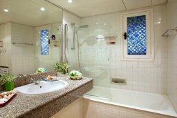 Ванная комната. Кипр, Санрайз Протарас : Живописный коттедж с 3-мя спальнями, окруженный экзотическими пальмами с великолепным видом на море и плавательным бассейном