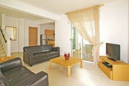 Гостиная. Кипр, Пернера : Двухэтажная вилла с 2-мя спальнями, с большим патио, бассейном и красивым садом