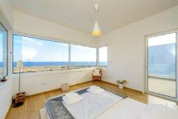 Спальня. Кипр, Фиг Три Бэй Протарас : Современная и элегантная вилла с потрясающим видом на Средиземное море, с 3-мя спальнями, 3-мя ванными комнатами, с бассейном, с тенистой террасой с патио и барбекю, расположена на побережье Протараса около пляжа Fig Tree Bay