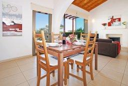 Обеденная зона. Кипр, Ионион - Айя Текла : Очаровательная вилла с двумя спальнями, с прекрасным бассейном и ухоженным садом