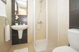 Ванная комната 2. Кипр, Ионион - Айя Текла : Очаровательная вилла с двумя спальнями, с прекрасным бассейном и ухоженным садом