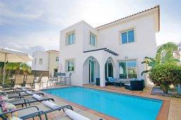 Вид на виллу/дом снаружи. Кипр, Пернера : Современная вилла с 3-мя спальнями, с бассейном, тенистой террасой с патио и барбекю, расположена в 800 метрах от пляжа Kalamies Beach