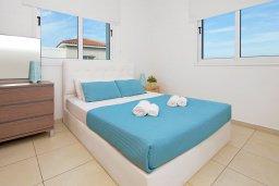 Спальня 2. Кипр, Пернера : Современная вилла с 3-мя спальнями, с бассейном, тенистой террасой с патио и барбекю, расположена в 800 метрах от пляжа Kalamies Beach