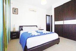 Спальня 2. Кипр, Каппарис : Удивительная вилла с 4-мя спальнями, 3-мя ванными комнатами, бассейном, тенистой террасой с патио и традиционным каменным барбекю, расположена на побережье в Каппарисе