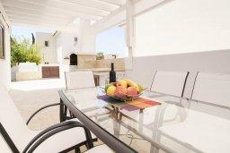 Веранда. Кипр, Каппарис : Удивительная вилла с 4-мя спальнями, 3-мя ванными комнатами, бассейном, тенистой террасой с патио и традиционным каменным барбекю, расположена на побережье в Каппарисе