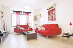 Гостиная. Кипр, Каппарис : Удивительная вилла с 4-мя спальнями, 3-мя ванными комнатами, бассейном, тенистой террасой с патио и традиционным каменным барбекю, расположена на побережье в Каппарисе
