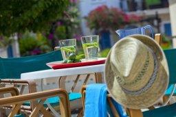 Территория. Кипр, Санрайз Протарас : Красивый апартамент с 2-мя спальнями, оформленный в традиционном архитектурном стиле Греческих островов
