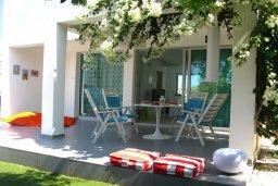 Терраса. Кипр, Коннос Бэй : Двухэтажная современная вилла в районе Cape Gkreco с 3-мя спальнями, с частным бассейном и террасой