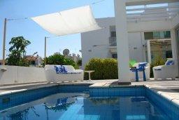 Бассейн. Кипр, Коннос Бэй : Двухэтажная современная вилла в районе Cape Gkreco с 3-мя спальнями, с частным бассейном и террасой
