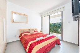 Спальня 2. Кипр, Лачи : Роскошная вилла с захватывающим панорамным видом на залив Chrysohou и гавань Latchi, с 3-мя спальнями, 3-мя ванными комнатами, с бассейном, уличным джакузи, тенистой террасой с патио и барбекю