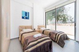 Спальня 3. Кипр, Лачи : Роскошная вилла с захватывающим панорамным видом на залив Chrysohou и гавань Latchi, с 3-мя спальнями, 3-мя ванными комнатами, с бассейном, уличным джакузи, тенистой террасой с патио и барбекю