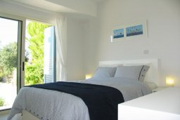 Спальня. Кипр, Лачи : Современная вилла с 3-мя спальнями ,с открытым частным бассейном, расположенная на краю Национального парка Акамас