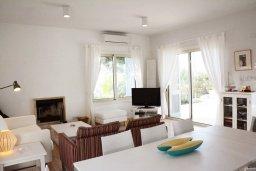 Гостиная. Кипр, Лачи : Современная вилла с 3-мя спальнями ,с открытым частным бассейном, расположенная на краю Национального парка Акамас
