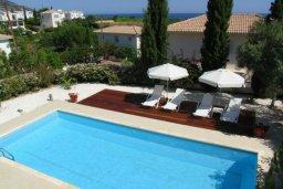 Зона отдыха у бассейна. Кипр, Лачи : Современная вилла с 3-мя спальнями ,с открытым частным бассейном, расположенная на краю Национального парка Акамас