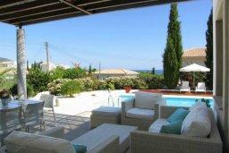 Веранда. Кипр, Лачи : Современная вилла с 3-мя спальнями ,с открытым частным бассейном, расположенная на краю Национального парка Акамас