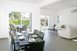 Обеденная зона. Кипр, Пернера Тринити : Привлекательная двухэтажная вилла с 3-мя спальнями, с чудесным садиком, бассейном и верандой