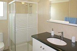 Ванная комната. Кипр, Пернера Тринити : Привлекательная двухэтажная вилла с 3-мя спальнями, с чудесным садиком, бассейном и верандой