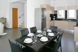 Кухня. Кипр, Пернера Тринити : Привлекательная двухэтажная вилла с 3-мя спальнями, с чудесным садиком, бассейном и верандой