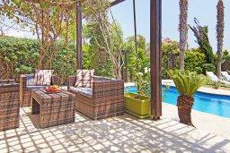 Патио. Кипр, Ионион - Айя Текла : Потрясающая вилла с видом на Средиземное море, с 4-мя спальнями, 3-мя ванными комнатами, с бассейном, в окружении пышного зелёного сада, с тенистой террасой с патио и барбекю, расположена в уединенном месте на берегу моря